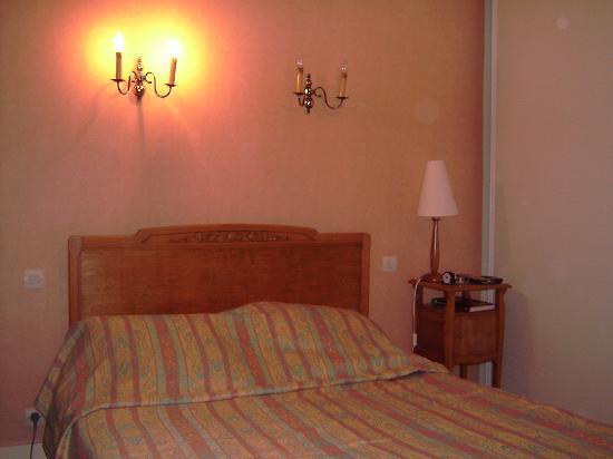 Best Western Grand Hotel de Paris: Bedroom - nice shades of peach!