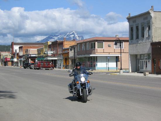 Crowsnest Pass: Riding on Main Street, Blairmore