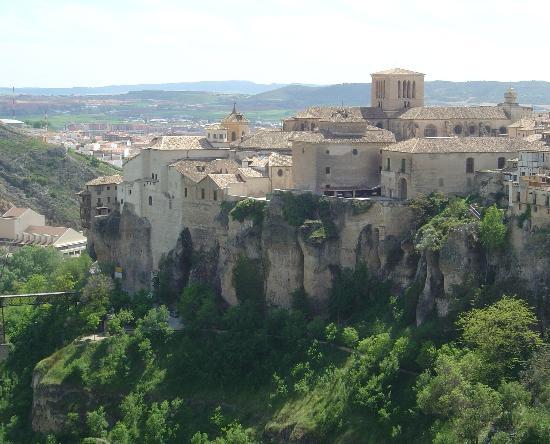 Catedral de Cuenca : Vue générale de la cathédrale et du palais épiscopal.