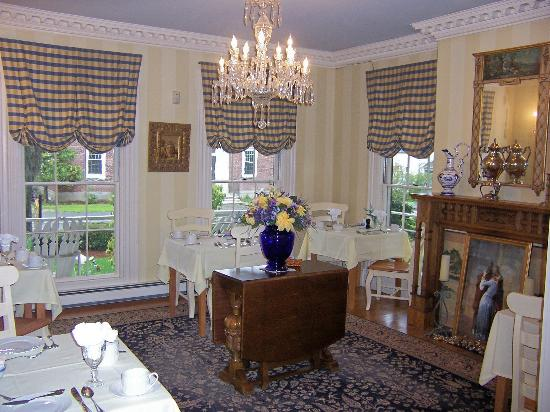 Captain Farris House Bed & Breakfast: Formal dining room