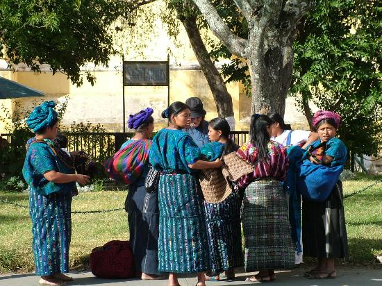 Antigua, Guatemala: Local women using persuasion