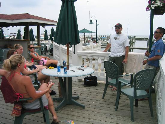 Chesapeake Beach Resort and Spa: Boardwalk Cafe looking towards water