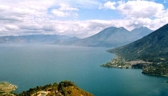 Озеро Атитлан, Гватемала: Our first view of Lake Atitlan and San Pedro