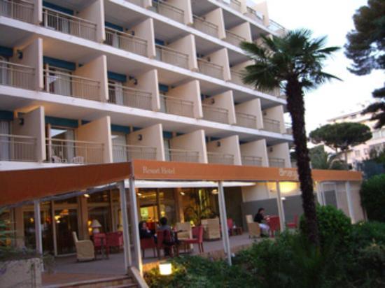 Holiday Inn Cannes : patio area