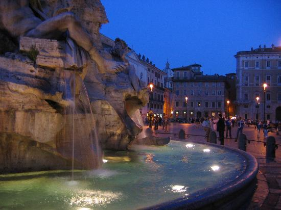 Rom, Italien: Piazza Navona by night