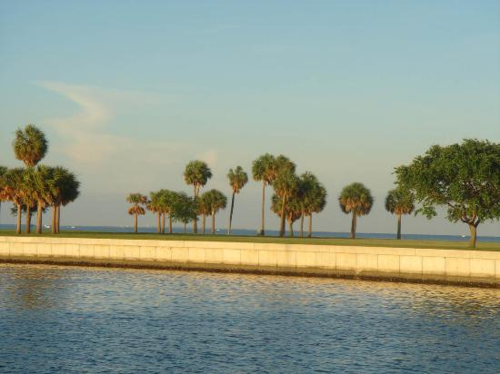 Dickens House Bed and Breakfast: Tampa Bay, a short walk from the Dickens House