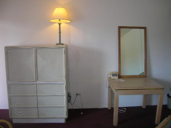 Sunset Inn: Simple furnishings award- great if you're homeless