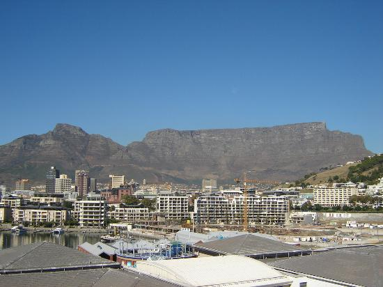 City Lodge Hotel V&A Waterfront: Table Mountain from balcony