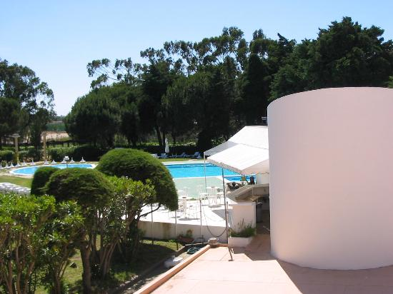 Hotel Atlantis Sintra Estoril: Balcony towards the pool