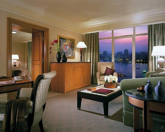 Four Seasons Hotel Cairo at Nile Plaza : suite living room