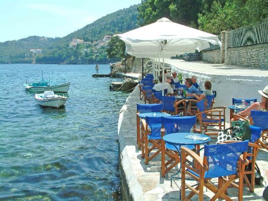 9 Muses Hotel Skala Beach: Water side taverna
