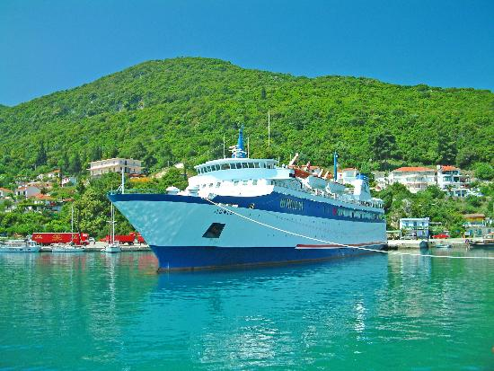 9 Muses Hotel Skala Beach: Ferry Poros
