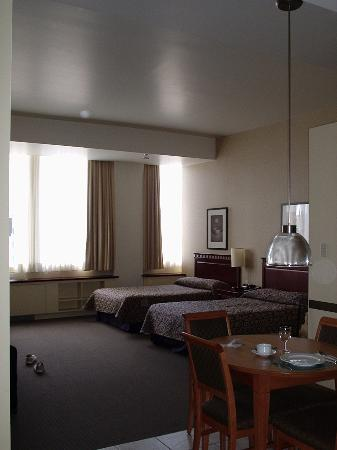 Le Square Phillips Hotel & Suites : The high ceiling and comfy beds