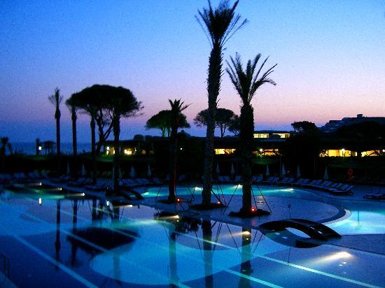 Limak Atlantis Deluxe Hotel & Resort: Wiew at night