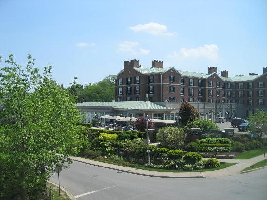 Harbour House Hotel: View of Queen's Landing from Room 304
