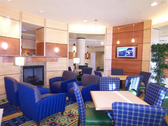 SpringHill Suites Fort Myers Airport: Lobby / Breakfast Area