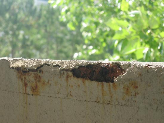 Grande Villas at World Golf Village: concrete railing falling apart