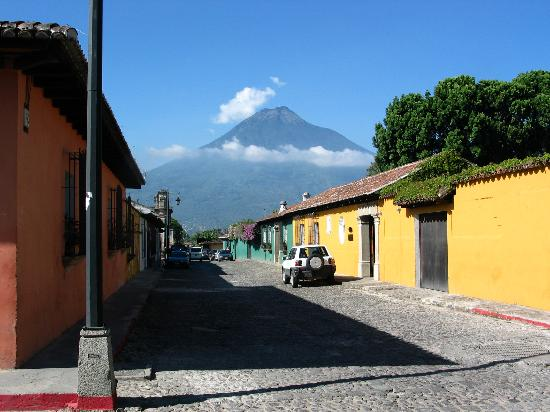 Hotel Museo Spa Casa Santo Domingo: Streets of Antigua