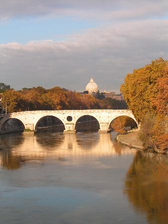 Rom, Italien: St Peter's & The Tiber