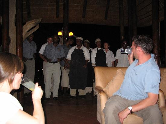 Three Cities Madikwe River Lodge: the team gives us a dance before dinner.