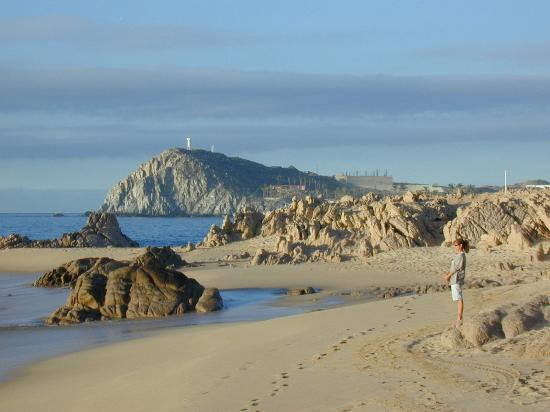 Cabo San Lucas, Mexiko: View at beach's end at the Sheraton