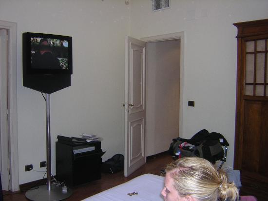 Roma Resort Barberini : Bang & olufson TV w/sky satellite
