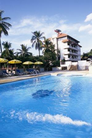 Beach Terrace Hotel Krabi: Beach Terrace Hotel and swimming pool