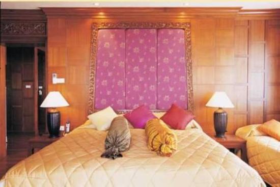 Beach Terrace Hotel Krabi: Suite bed room