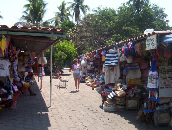 Park Royal Ixtapa: Local vendors offer shopping