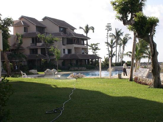 Chac Hal Al Condominiums: View of pool from our condo