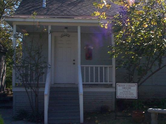 Chestnut Square Historic Village : General Store