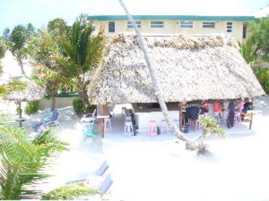 Mata Rocks Resort: The Squirrel's Nest bar