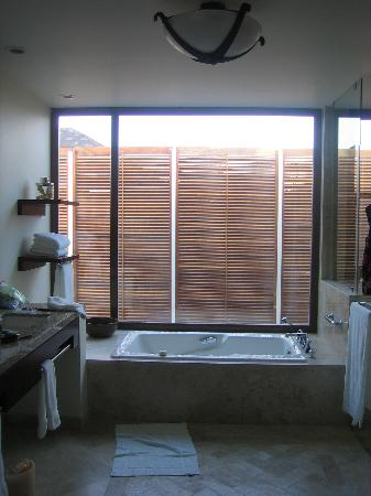 Fairmont Mayakoba: bathroom from suite