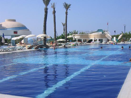 Limak Atlantis Deluxe Hotel & Resort: Main pool area