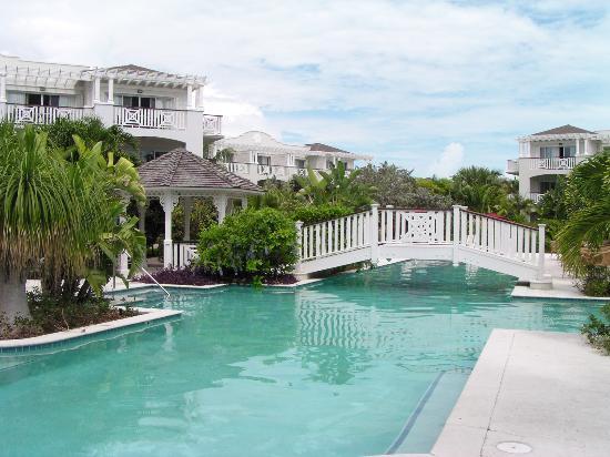 Royal West Indies Resort: Pool with Bridge