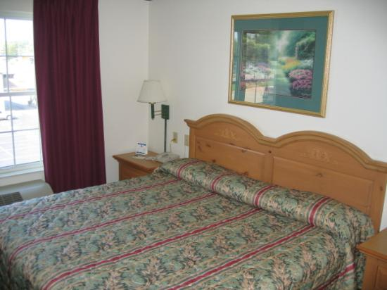 Country Inn & Suites by Radisson, Rock Falls, IL: Nice King Bed