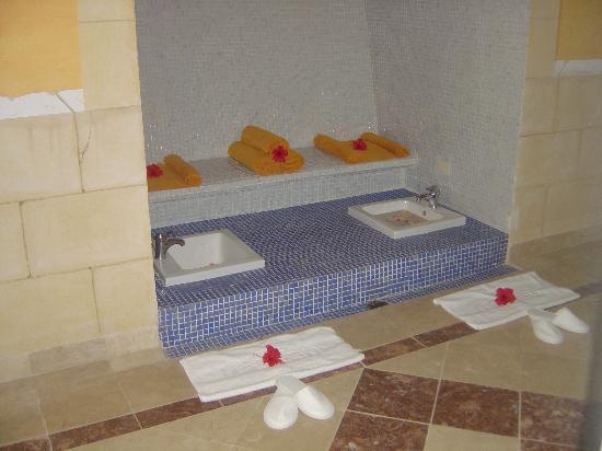Paradisus Rio de Oro Resort & Spa: foot bath at spa