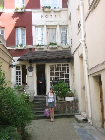 Hotel Le Pavillon 198 2 0 Prices Reviews Paris France Tripadvisor
