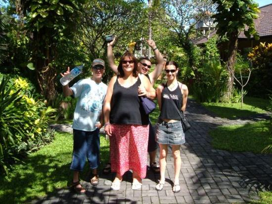 Baleka Resort Hotel & Spa: some of our group in the gardens at Baleka
