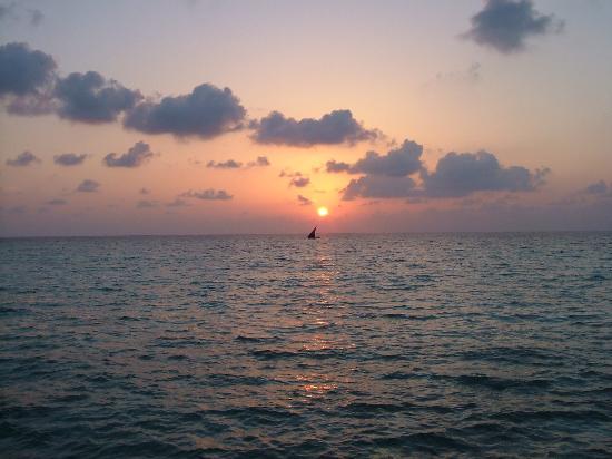 Veligandu Island Resort & Spa: Sunset