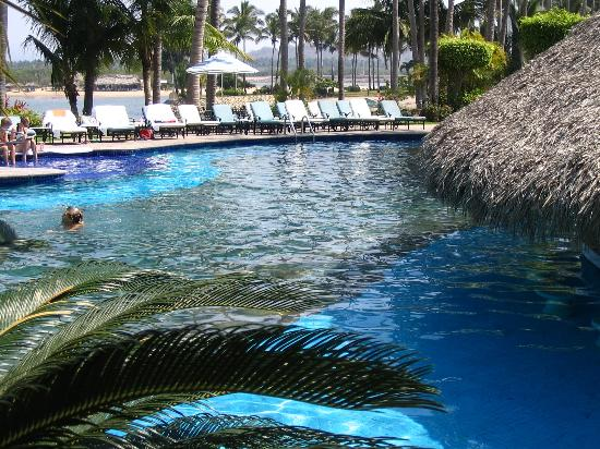Grand Isla Navidad Resort: Biggest of 4 pools, with swim up bar