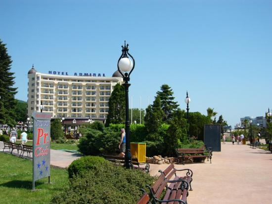 Kristal Hotel: Main promenade.