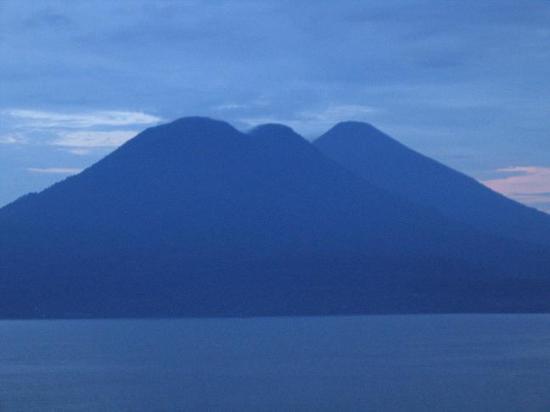 Lomas de Tzununa : daybreak - straight ahead