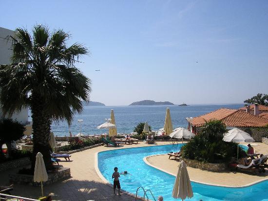 Hotel Esperides: The pool area