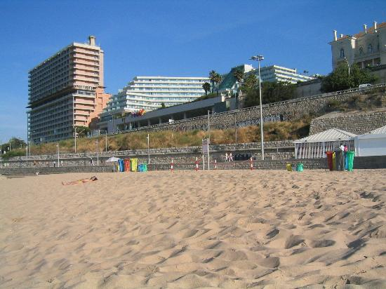 Hotel Cascais Miragem : View from the beach (to the left of the hotel: ruins of Estoril Sol)