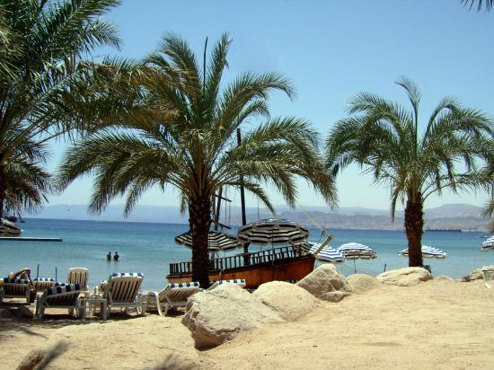 Movenpick Resort & Residences Aqaba: Beach Area