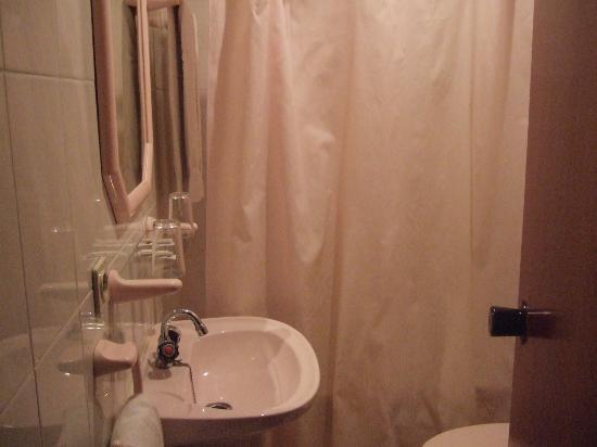 Residencial Aviz: the bath was very temptive