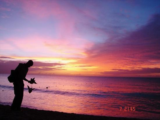 Saint James Parish, บาร์เบโดส: Sunset on the beach