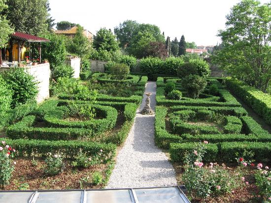 Villa I Cancelli: garden