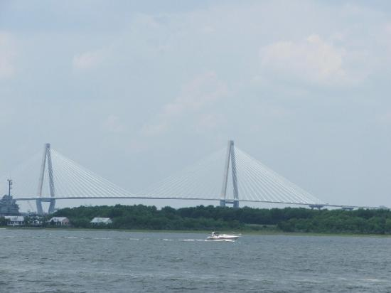 North Charleston, Carolina del Sud: Cooper River Bridge from boat tour